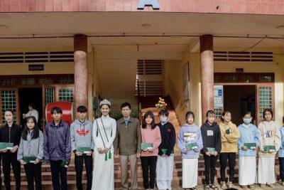 Á khôi 1 cuộc thi Miss Tourism Vietnam 2020, Bùi Minh Anh trở lại trường cũ.