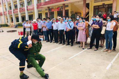 Tập huấn nghiệp vụ phòng cháy chữa cháy cho cán bộ, công nhân viên chức Trường THPT Chu Văn An